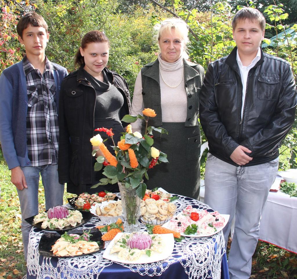 Повара Агролицея участвуют в конкурсе со своей работой.