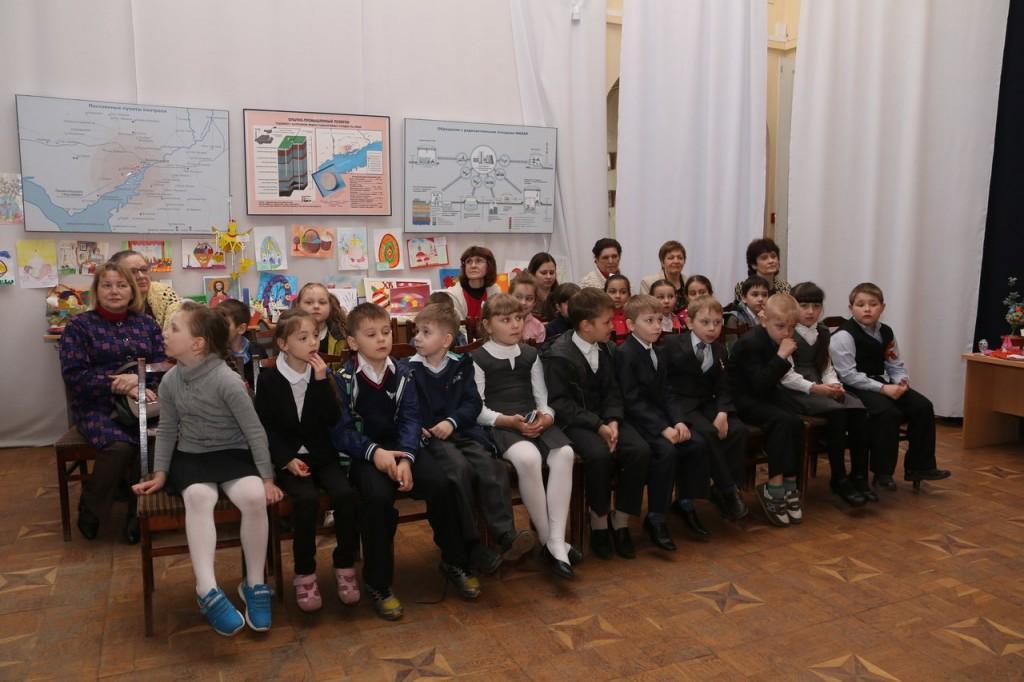 В зале - первоклассники из школы №16.